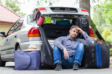Photo pour Break in packing stuff for a trip - image libre de droit