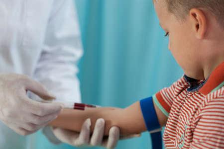 Foto de Nurse making boy blood sampling to test his health  - Imagen libre de derechos