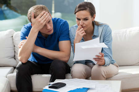 Foto de Horizontal view of couple analyzing family bills - Imagen libre de derechos
