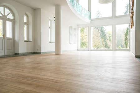Photo pour Photo of empty bright living room without furniture - image libre de droit