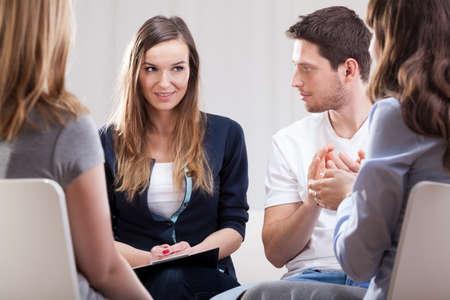 Foto de Horizontal view of a meeting during psychotherapy - Imagen libre de derechos