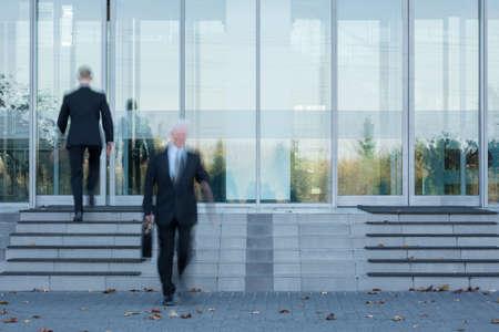 Foto de Two employees passing through the office's door - Imagen libre de derechos