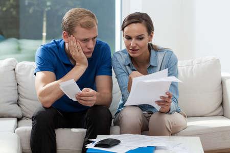 Photo pour Horizontal view of marriage analyzing family budget - image libre de droit