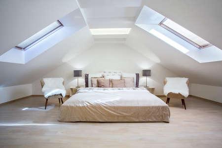 Photo pour Bright attic bedroom in the fashionable apartment - image libre de droit