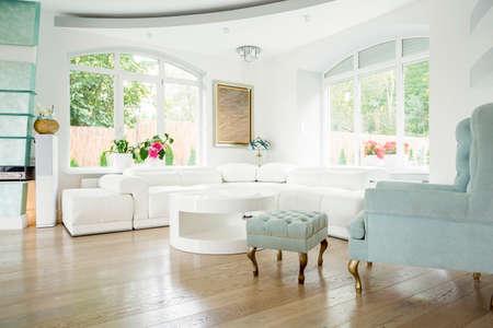 Photo pour Designer armchair in luxury living room interior - image libre de droit