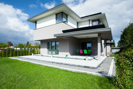 Photo pour Big up-to-date house with open porch - image libre de droit