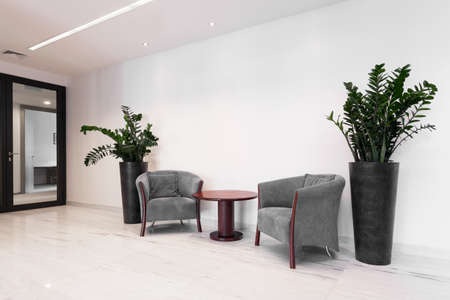 Photo pour Hall of corporate building with comfortable armchairs - image libre de droit