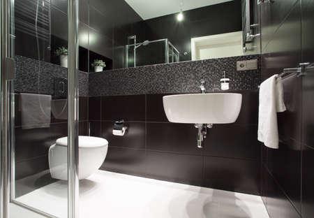 Foto de Luxury and modern bathroom in the apartment - Imagen libre de derechos
