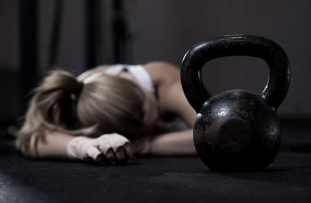 Photo pour Portrait of drained girl after hard crossfit training - image libre de droit