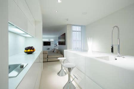 Photo pour Interior of white kitchen in contemporary house - image libre de droit