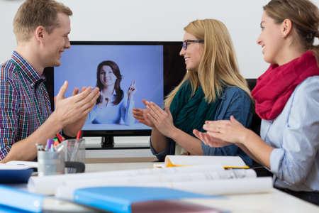 Foto de View of virtual training in the office - Imagen libre de derechos
