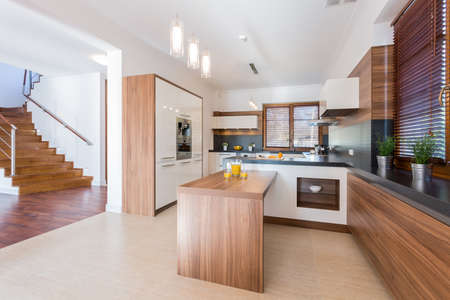 Foto de Spacious bright kitchen with wooden units - Imagen libre de derechos