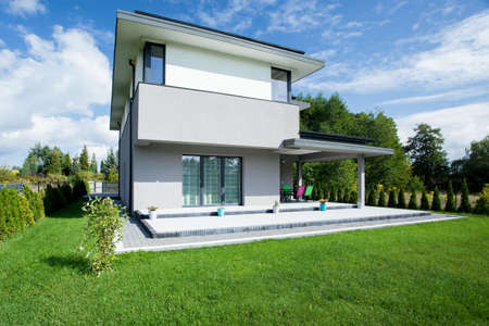 Photo pour View of modern house from the outside - image libre de droit