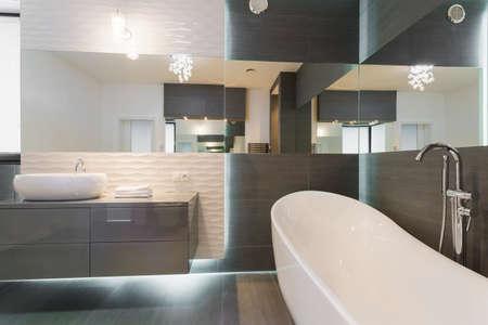 Photo pour Freestanding bathtub in stunning modern bathroom design - image libre de droit