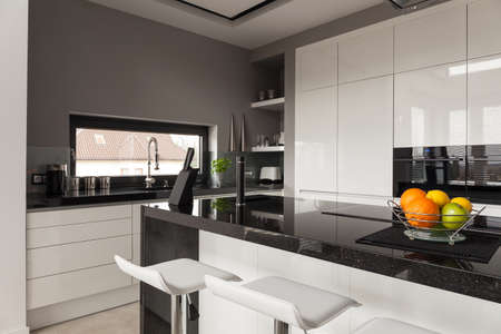 Foto für Picture of black and white kitchen design - Lizenzfreies Bild