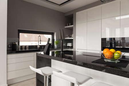 Photo pour Picture of black and white kitchen design - image libre de droit