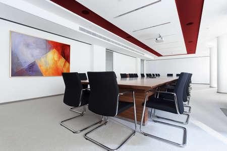 Foto de Boardroom with long table in the business centre - Imagen libre de derechos
