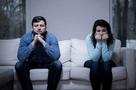 Foto de Couple after argument sitting on the sofa - Imagen libre de derechos