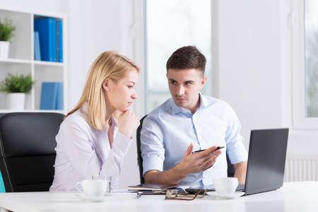 Foto de Picture of young businesspeople working in corporation - Imagen libre de derechos