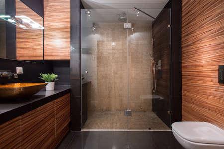 Photo pour Picture of wooden details in luxury bathroom - image libre de droit