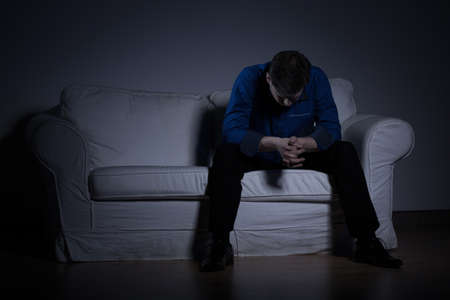 Foto de Image of despair man thinking about his problems - Imagen libre de derechos