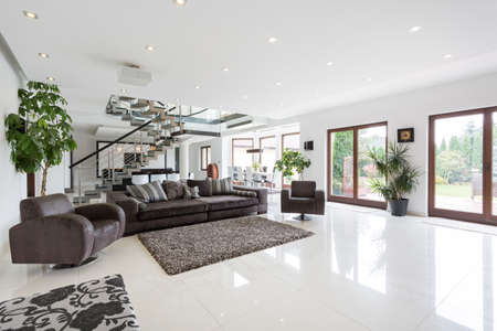 Photo pour Spacious living room with staircase in residence - image libre de droit
