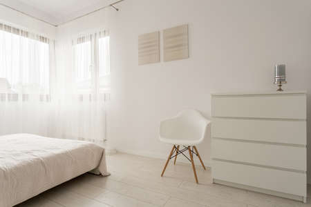 Photo pour Simple exclusive white bedroom with wooden parquet - image libre de droit