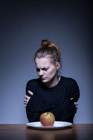 Foto de Image of teenage girl with eating disorder - Imagen libre de derechos