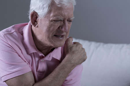Photo pour Senior suffering from shoulder pain - image libre de droit