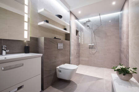 Foto de Exclusive modern white bathroom with glass shower - Imagen libre de derechos