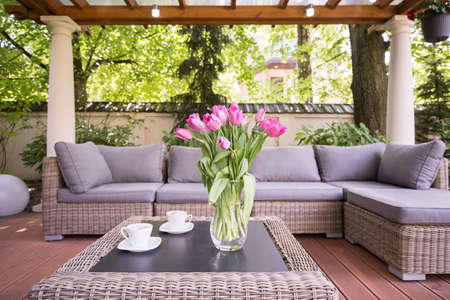 Photo pour Designed space for relax in modern garden - image libre de droit