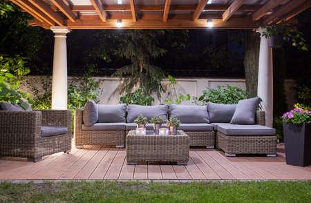 Foto de Horizontal view of modern patio at night - Imagen libre de derechos