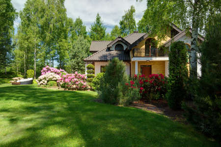 Foto de Luxury detached house with beauty green lawn - Imagen libre de derechos