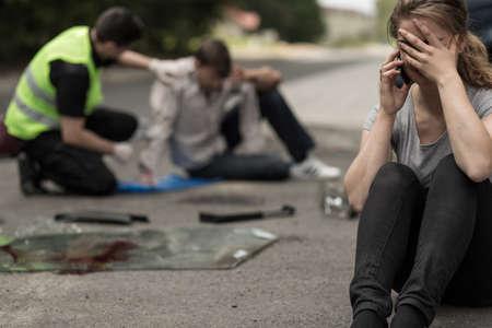 Foto de Despair young female driver after traffic accident - Imagen libre de derechos