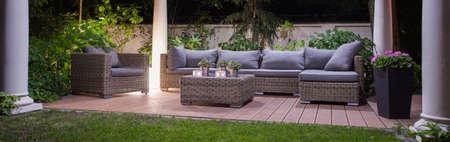 Foto de Panoramic view of garden patio with furniture - Imagen libre de derechos