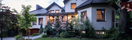 Photo pour Big and beautiful luxurious real estate - image libre de droit