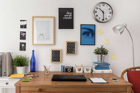 Photo pour Laptop on the desk in modern office - image libre de droit