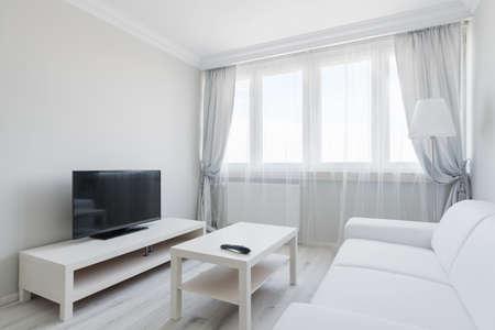 Photo pour Picture of white elagnt lounge with black plasma - image libre de droit