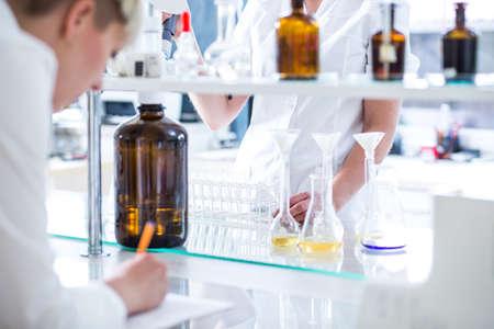 Foto de Chemist and biologist working in science lab - Imagen libre de derechos