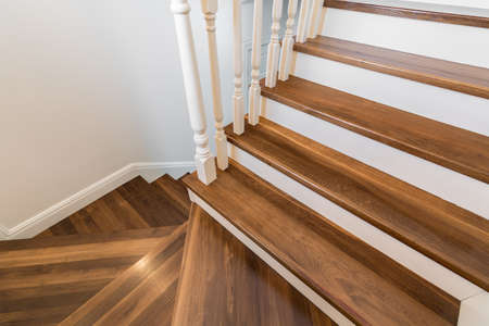 Photo pour Wooden and elegant steps in modern storey house - image libre de droit