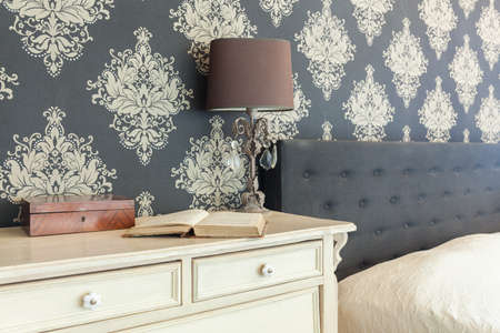 Foto de Close-up of patterned wallpaper in retro interior - Imagen libre de derechos