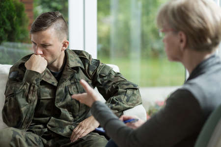 Foto de War veteran talking about problems during therapy - Imagen libre de derechos