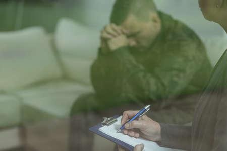 Foto de Depressed glum soldier during therapy of depression - Imagen libre de derechos