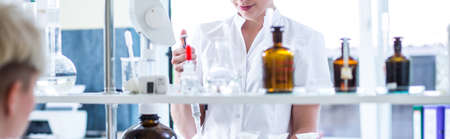 Foto de Close-up of woman working in chemistry lab - Imagen libre de derechos