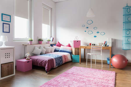 Foto de Teen girl bedroom and space for study - Imagen libre de derechos