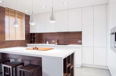 Photo pour Image of modern design spacious light kitchen interior - image libre de droit