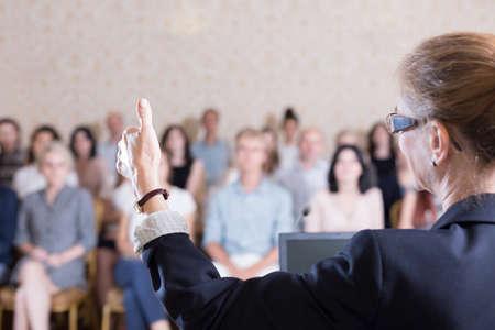 Photo pour Photo of lecturer giving floor to listener during panel - image libre de droit