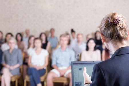Foto de Image of lecturer giving speech during academic conference - Imagen libre de derechos