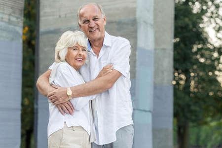 Photo pour Very happy elder people hugging each other - image libre de droit