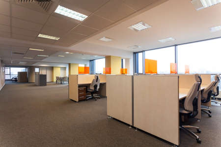 Foto de Open space with desks in the office - Imagen libre de derechos